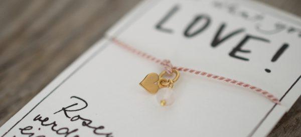 Wunscharmband mit Herz Charm und Rosenquarz aus Naturseide und 925 Silber