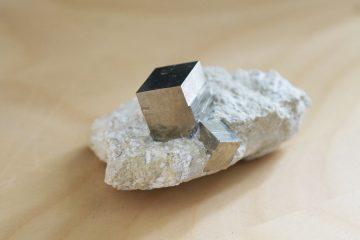 Kubische Kristallform - natürlich gewachsener Pyrit