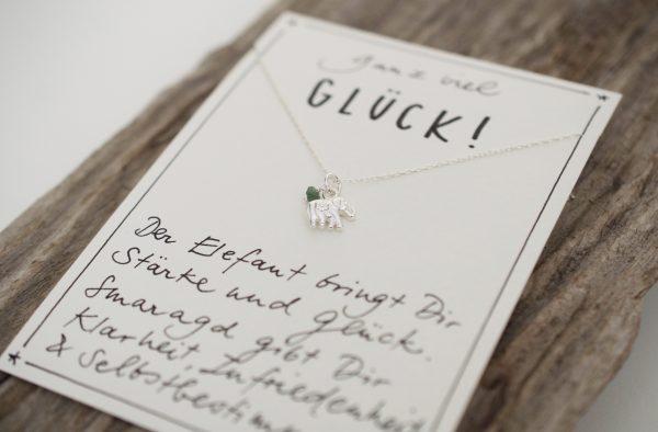 Halskette mit Elefant Charm und Smaragd aus 925 Silber