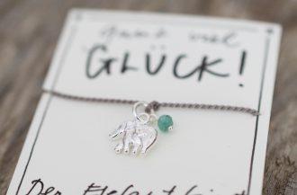 Wunscharmband mit Elefant Charm und Smaragd aus Naturseide und 925 Silber